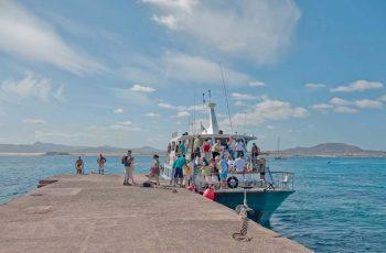 Barco Majorero desembarcando en Lobos
